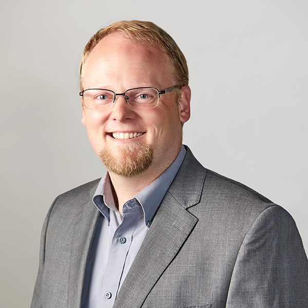 "John Lindahl<p class=""team-title"">Database Administrator</p>"